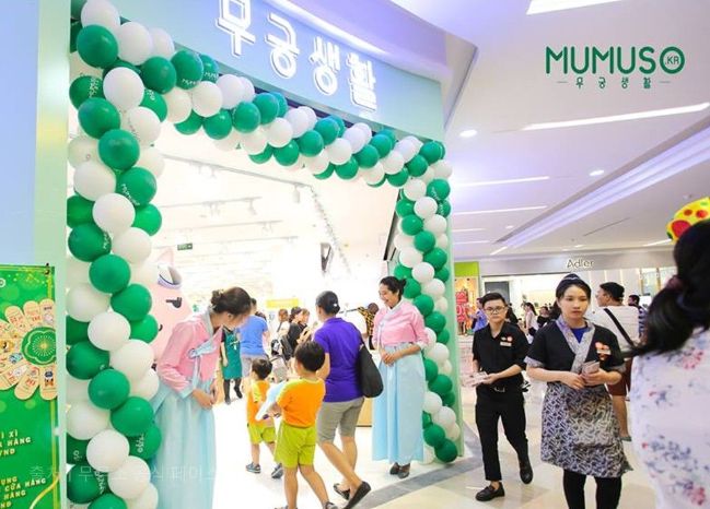 Chinese Shops in Vietnam Milk Surging Popularity of Korean Wave