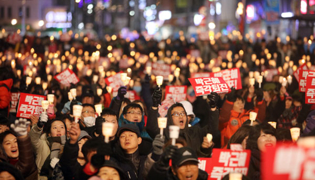"Seoul to Push for UNESCO Registration of ""Candlelight Vigils"""
