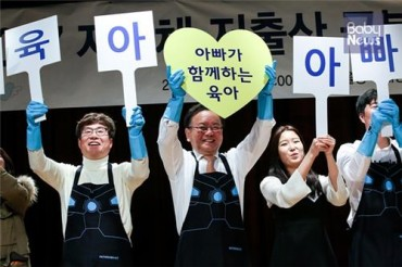 Korean Dads Move Slowly to Embrace the 'Fun' of Child-rearing