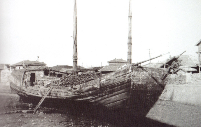 One of the first recorded examples of such can be traced back to 1950, when a wooden boat carrying Chinese nationals appeared on the shores of Jeju. (image: Jeju Provincial Government)