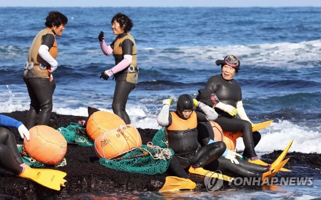 Many Aged 'Haenyeo' Die While Catching Seafood