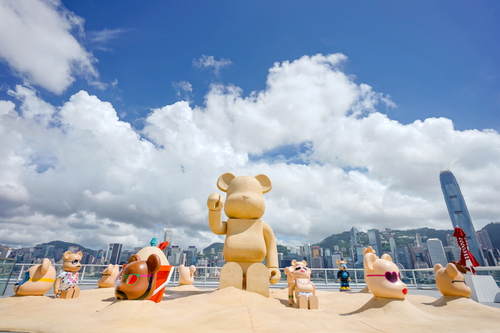 """Over 30 BE@RBRICKS with Brand New Summer Looks &  Giant """"Sand Sculpture"""" BE@RBRICK Gathering at """"Ocean Terminal Deck"""" of Harbour City."""