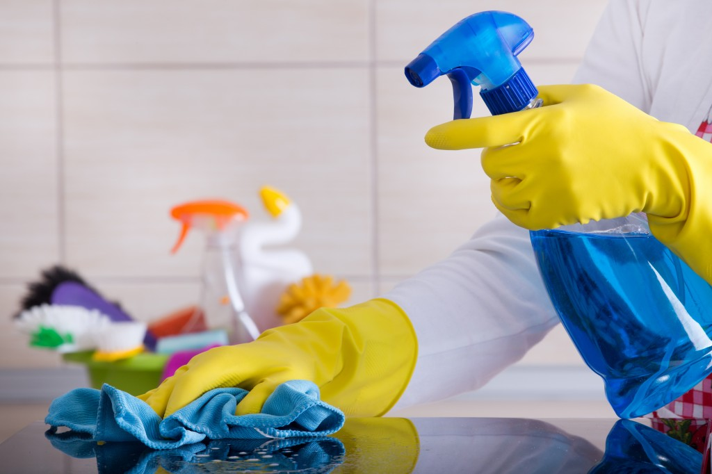 Fifty-eight percent of the respondents said that wives are largely responsible for household chores and husbands should help a little, the survey showed. Altogether, 84.6 percent stressed greater responsibilities for women. (Image credit: Kobiz Media/Korea Bizwire)