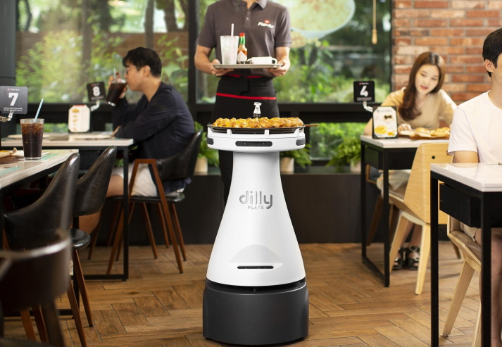 Pizza Hut Korea Introduces Pizza Serving Robot