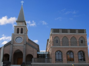 "Nation's First ""Family"" Cathedral Established in Busan"