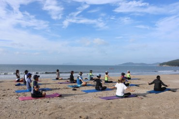 """Ocean Healing"" Program at Wando Includes Nordic Walking and Beach Yoga"
