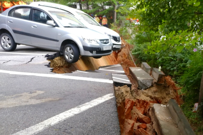 Sinkhole in Seoul Forces 200 Residents to Evacuate