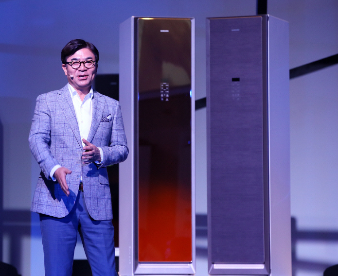Samsung Showcases Air Dresser Clothes Refresher, Challenges LG