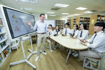 International School in Singapore Adopts Samsung Flip