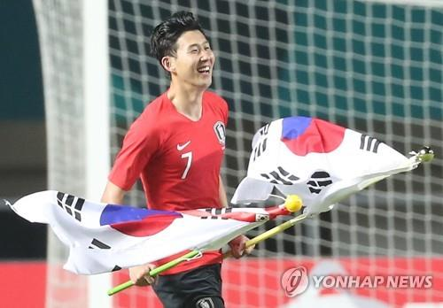 In this file photo from Sept. 1, 2018, South Korean men's football forward Son Heung-min celebrates the team's 2-1 victory over Japan in the gold medal match of the 18th Asian Games at Pakansari Stadium in Cibinong, Indonesia. (Image: Yonhap)
