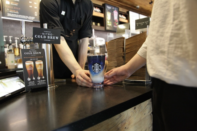 Tumbler Sales at Cafe Franchises Soar amid Plastic-free Movement