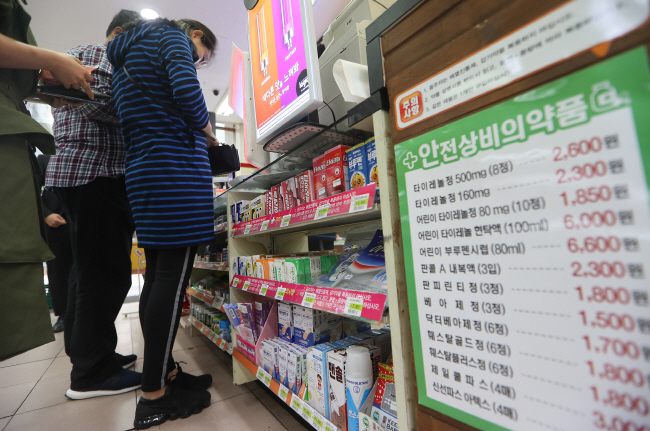 "Convenience Stores Play Role of ""Eatery"" and ""Pharmacy"" During Major Holidays"
