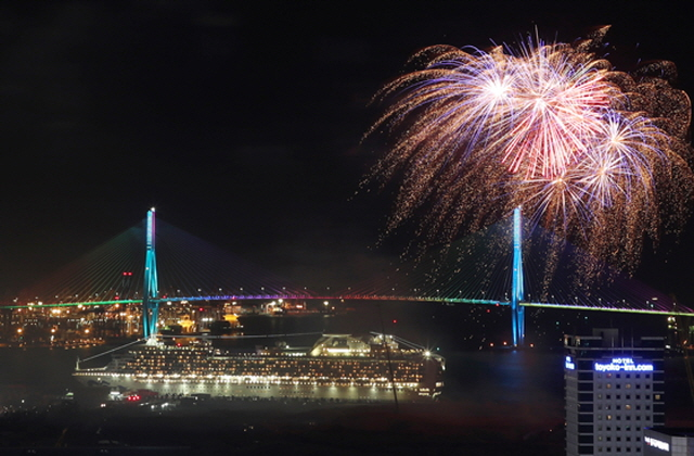 A fireworks display at the port of Busan on South Korea's southeastern coast on May 25, 2018. (image: Yonhap)