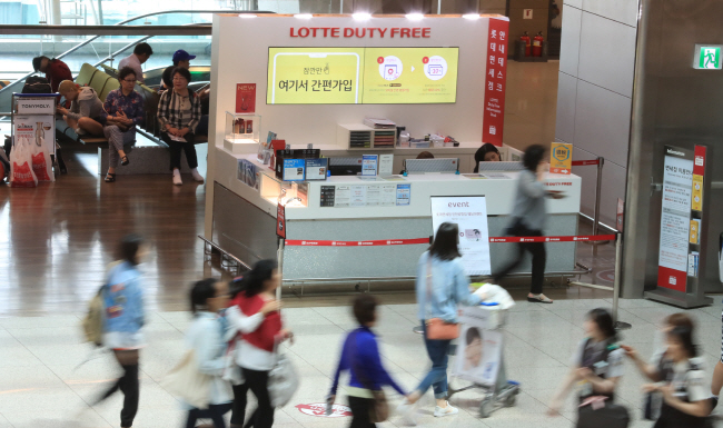 The chief executive pointed out that arrival duty-free shops could raise domestic spending both by locals and foreign visitors. (image: Yonhap)