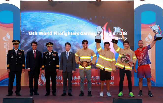 The winners of the 13th World Firefighters Games pose during an awards ceremony in Chungju, North Chungcheong Province, on Sept. 17, 2018. (image: WEF)