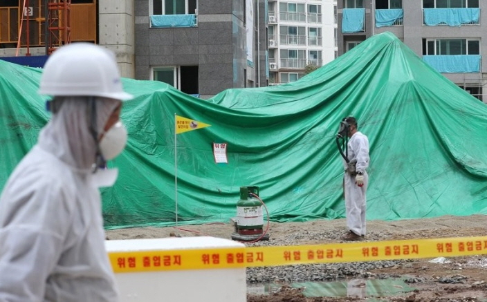 To counter the problem, authorities planted 150 plastic traps, each measuring 15 centimeters, at two spots where the ants were discovered. (image: Yonhap)