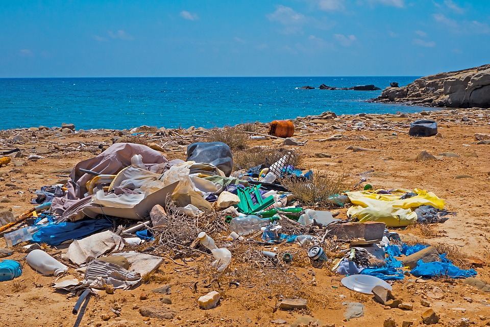 Typical scenof marine debris (Image credit of Kobiz Media)