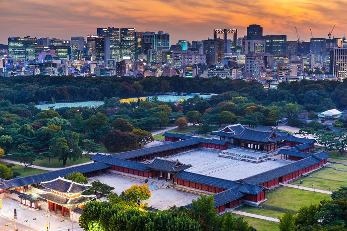 Seoul city where both tradition and modern features coexist, is increasingly expensive place to reside in as home prices are soaring these days. (Image credit: Kobiz Media/Korea Bizwire)