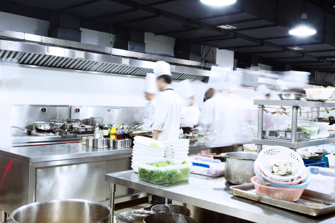 The restaurant sector has a relatively low entry threshold for people who do not have big financial resources but want to start their own business. (image: Korea Bizwire)
