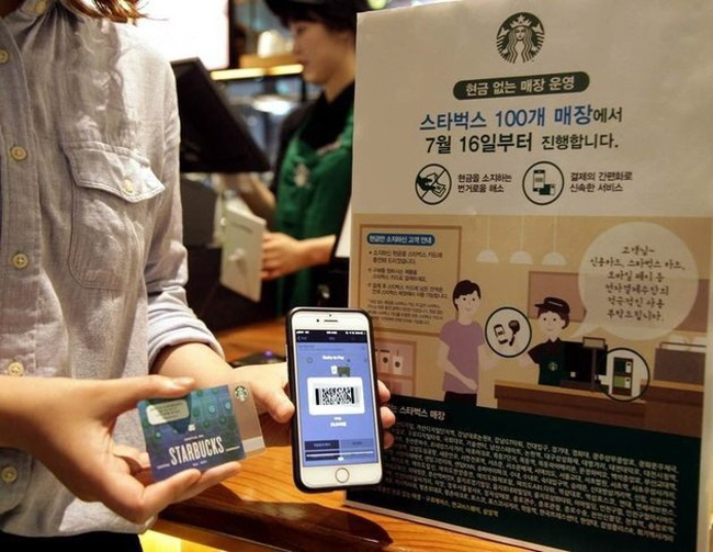 Cashless Economy Encroaches on Everyday Life