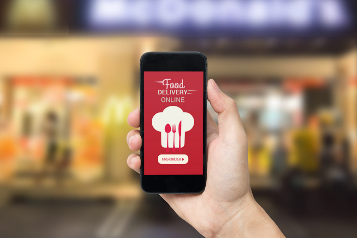 As technological advances continue to provide services of convenience to consumers, the delivery service app market is expected to more than triple to 10 trillion won in just a few years. (image: Korea Bizwire)