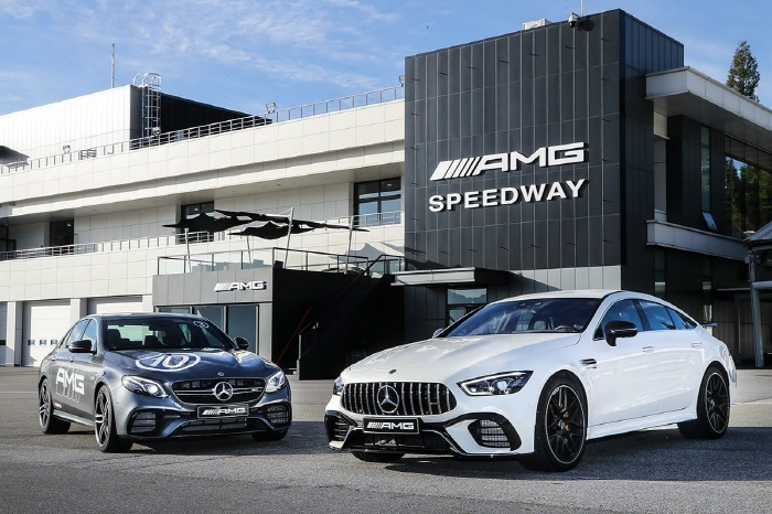 Mercedes Benzu0027s AMG GT 4 Door Coupe (L) And AMG E 63