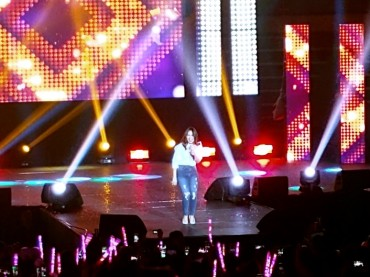 Vietnamese Diva My Tam Sings at Shrine of K-Pop