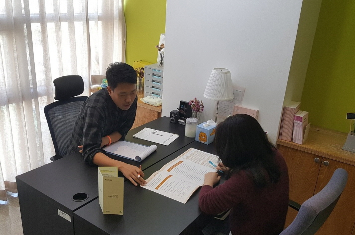 The Center for Protection of Rights of Emotional Workers will provide free psychological counseling and therapy for emotional treatment, as well as courses on preventing emotional harm. (image: Seoul Metropolitan Government)