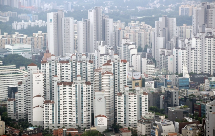 Apartment buildings in the Gangnam ward in southern Seoul. (image: Yonhap)