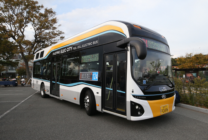 A hydrogen fuel cell bus. (image: Hyundai Motors)