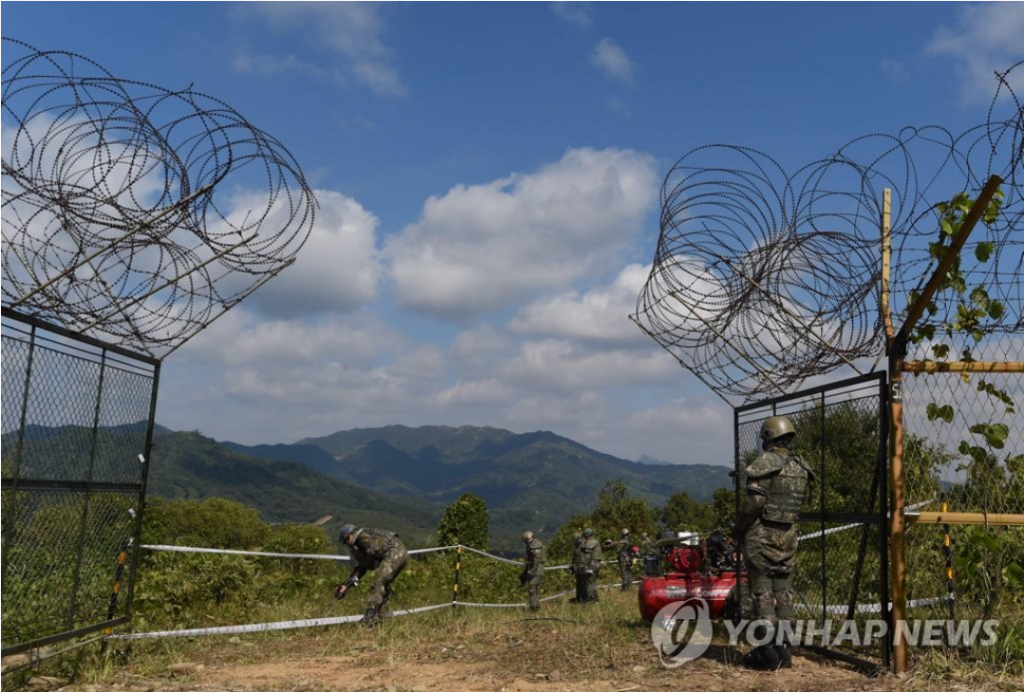 The demining task is key spadework for the excavation project, which is part of a comprehensive military agreement that the two Koreas' defense ministers signed last month after the third summit between President Moon Jae-in and North Korean leader Kim Jong-un in Pyongyang. (Image courtesy of Yonhap)
