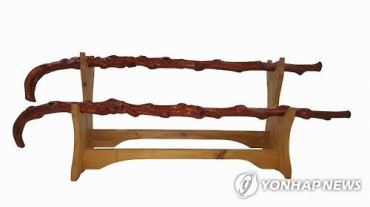 "President Moon Presents ""Longevity Sticks"" to Centenarians"