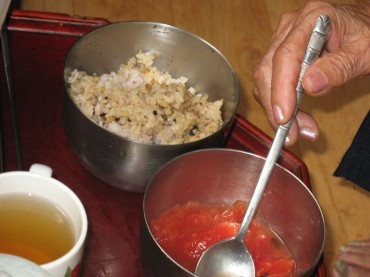 1 in 4 Seniors Eat Alone: Survey