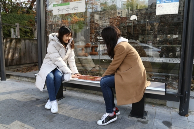 Seocho District Installs Seoripul Heated Seats at 150 Bus Stops