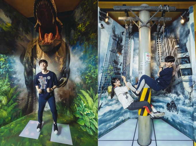 A couple trying to complete the Mission Race game at CGV Incheon, just east of Seoul. In the game, players have to complete 14 missions and pass through a 128-meter-long maze covered with mirrors. (image: Yonhap)