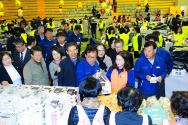 Employees at Hyundai Heavy Industries Kick Off Flea Market Event for a Good Cause