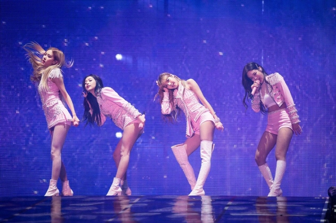 BLACKPINK Performs Before 10,000 Fans in Seoul