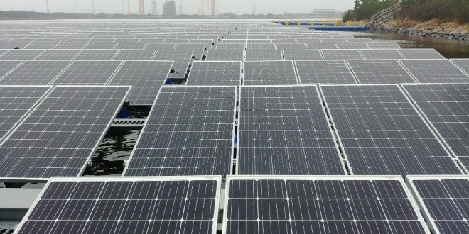 South Korea's largest floating solar farm in Gunsan, N. Jeolla Province. (Yonhap)