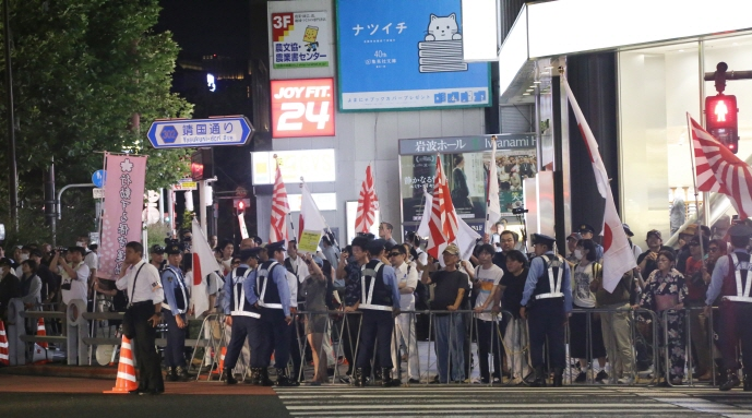 Anti-Korea rallies that had lulled recently have appeared again in Tokyo's city center, creating ripples that transcend the realm of diplomacy. (image: Yonhap)