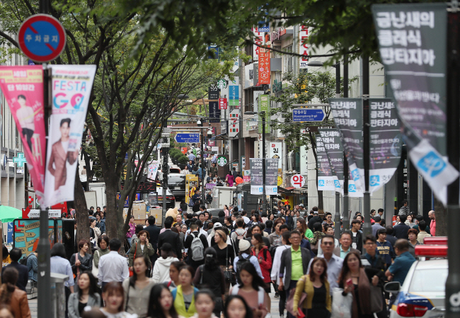 South Korea performed well in life expectancy (9th), per-capita GDP (27th), and generosity (40th), while failing in freedom (144th), corruption (100th), and social support (91st).  (image: Yonhap)