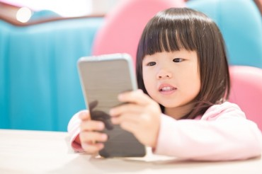 Giving Smartphones to Crying Children May Negatively Impact Language Development: Study