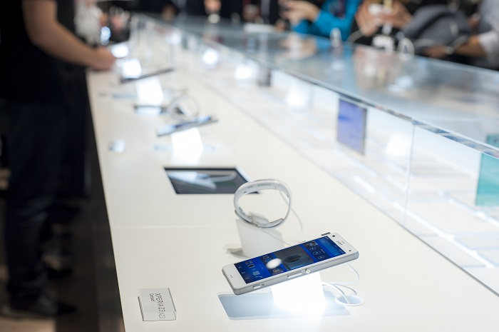 The retailers say they had no choice but to accept Apple's overbearing demands, since the popular iPhone's position in the market makes it difficult to ignore, to say the least. (Image credit: Kobiz Media)