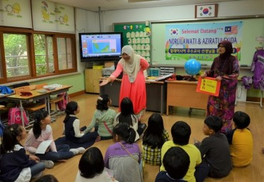 Multicultural Language Instructors in Seoul Push for Better Working Conditions
