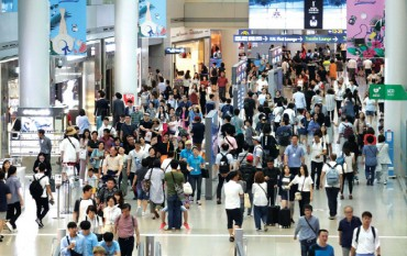 Slumping Economy Drives S. Koreans to Travel Overseas More Frequently