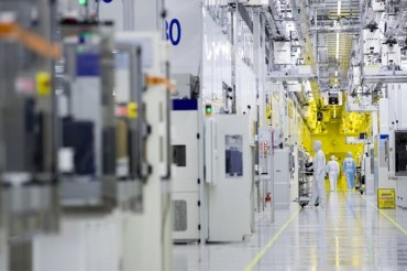 Semiconductor Industry Watching Overseas Rival to Gauge Its Future