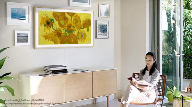 A model poses with The Frame TV. (image: Samsung Electronics Co.)
