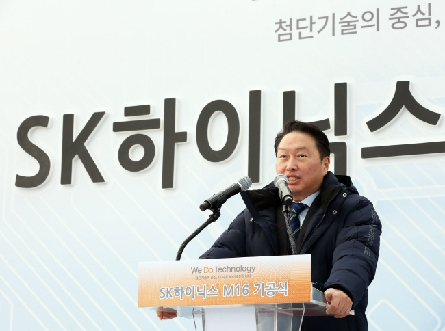 SK Group Chairman Chey Tae-won speaks during the grounbreaking ceremony of SK hynix Inc.'s new production line located in Icheon, 80 kilometers southeast of Seoul, on Dec. 19, 2018. (image: SK hynix Inc.)