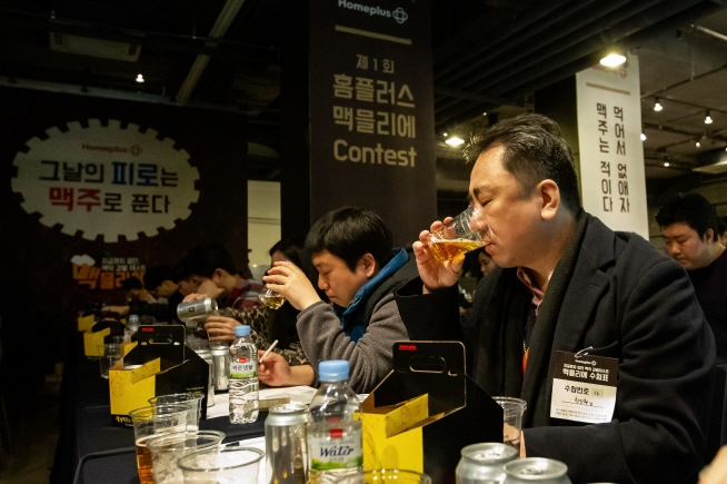 Among 10,000 participants, 200 finalists who made it through the preliminaries measured their beer knowledge and discrimination skills at JBK Convention Hall on December 15. (image: HomePlus Co.)