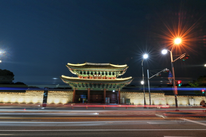 Changgyeong Palace to Remain Open at Night from Next Year