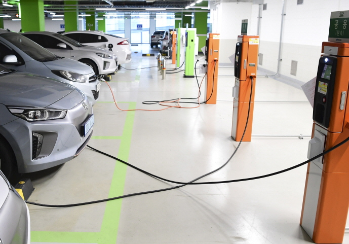 In the case of electric cars, the technology to discharge the electricity from stored batteries is not available yet, but the amendment provided a legal framework for the future of this type of energy exchange. (image: N. Gyeongsang Provincial Office)